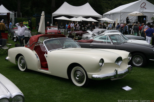boatsandcars:  and-the-distance:  1954 Kaiser Darrin  I never knew this car existed until I saw one at a local car show. But it has some of the coolest doors ever!