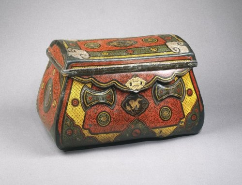 "omgthatartifact:  Travelling Coffer China (Yuan Dynasty), 13th-4th century The Brooklyn Museum ""As trade flourished along the Silk Route, so did the production of luxury goods. The design elements on this trunk, a luxury item produced in the city of Wenzhou on China's south coast, reflect some of the cultural exchanges that occurred as objects traveled over various trade routes. In addition to the dense floral and geometric patterns covering the surface, auspicious animal motifs—such as the circling phoenixes featured on the lid—have also been incorporated. This composite style of ornamentation was not exclusive to either Asian or Islamic culture, but reflects instead a shared aesthetic. Such intricate decoration was achieved using the qiangjin (""engraved gold"") andqiangcai (""engraved color"") techniques developed in China under the Southern Song dynasty (1127–1279). Black lacquer was thickly spread over the coffer's body, then gold leaf or colored lacquer was applied to designs engraved on the surface. The decorative composition of the container's lid and side panels recalls compositions inspired by Islamic book decoration and appearing in the art and architecture of the Islamic world."""