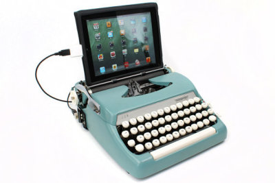 wickedclothes:  USB Typewriter Keyboard This antique typewriter has been modified to work as a USB Keyboard for PC, Mac, or even iPad! That's right — its a beautiful and fully functional computer keyboard! Sold on Etsy.