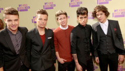 "'I AM STARSTRUCK'S 2012 MTV VMAS SPECIAL - ONE DIRECTION HIT THE RED CARPET The MTV Video Music Awards are the annual celebratory highlight of the year for the music industry and this year it is proving to be BIGGER and BETTER - you better believe it!! With performances from 'One Direction', Taylor Swift and Pink, this star studded affair is going to go 'off the hook'! The hottest words on everyone's lips are ""WILL K-STEW MAKE AN APPEARANCE WITH R-PATZZ CONFIRMED TO ATTEND?!"" 'I Am Starstruck' is blogging live so you get all of the action straight from the awards as it happens!Image Source: Just Jared"