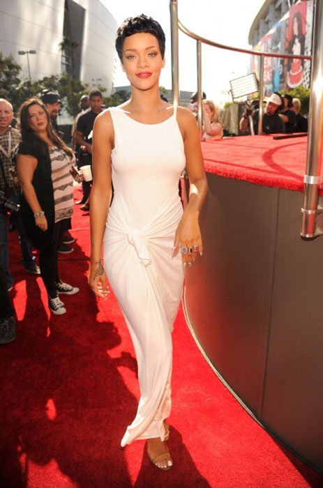 Rihanna in a floor length white gown at the 2012 VMAs.