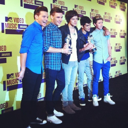 billboard:  In the press room with @onedirection #vma #onedirection (Taken with Instagram)