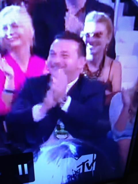 itsmorethanaship:   xjustlove1d:  PAULS FACE WHEN OUR BOYS WIN A VMA THIS IS TOO CUTE AW   PAULY