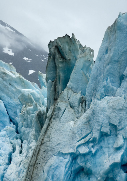 lygophilia:  ice (by ah zut)