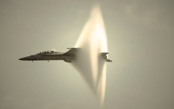 meme-rage:  A fighter jet causing a sonic boomhttp://meme-rage.tumblr.com