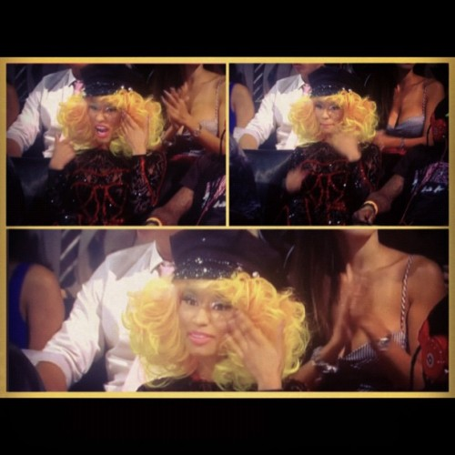 #NickiMinaj asking for gum after Rhianna's perfomance! LOL!  (Taken with Instagram)