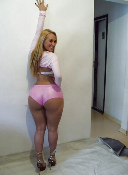 lovecurvygurls:  Here we have a big round full ass