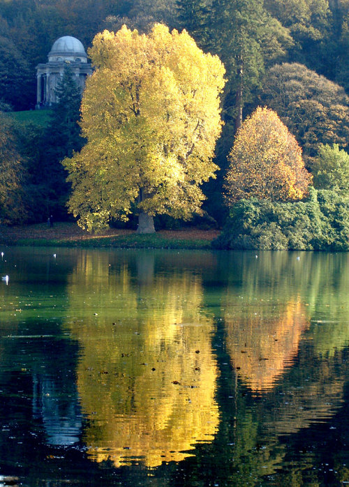 allthingseurope:  Stourhead, UK (by Mexicanwave)