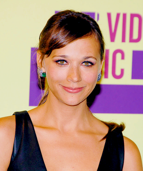 Rashida Jones poses in the press room during the 2012 MTV Video Music Awards at Staples Center on September 6, 2012 in Los Angeles, California.