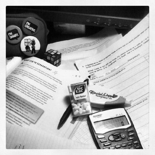 It's raining and I'm choing my hoiliday homework  ….. #tictac #badges #blackandwhite #calculator #homework #textbook #pen (Taken with Instagram)