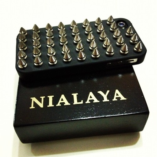 My new #nialaya #iphone4s #studs casing #silver #instadaily #instagrammers #instagood #instainsta #instamood #instahub #iphoneonly #all_shot #mensfashion #travel #iphonesia #brunika #instabru #igsg #sgig #ignation #igdaily #jj #statigram #webstagram (Taken with Instagram at Hide & Seek)