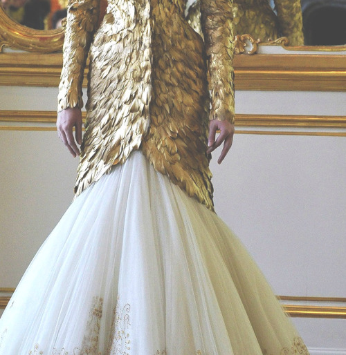 somethingvain:  alexander mcqueen f/w 2011 rtw, detail on mcqueen's last unfinished collection