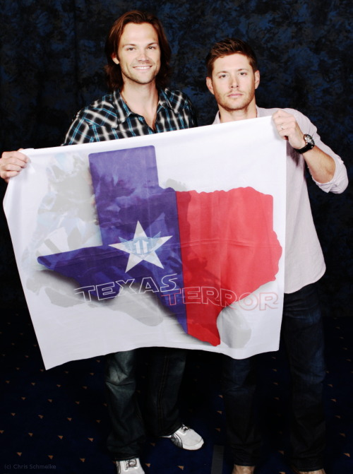 fissemaddenzchn:  VanCon J2 Photo-Op - note: it was planned for Dallas  YES!