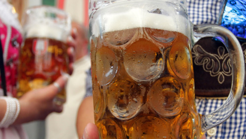 (via Achtung Beer Drinkers: Munich's Brewers Need Bottles, Kegs For Oktoberfest : The Two-Way : NPR)