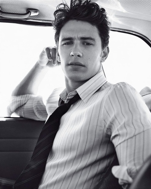 dicksforgirls:  ilovec-o-o-kies:  james franco  +
