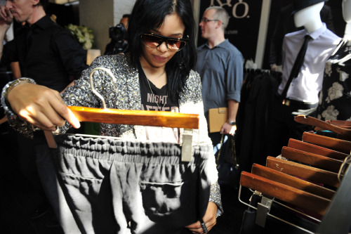 Fefe Dobson eyeing some RW&CO. gear at #NKPRIT12