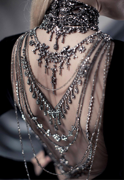 bruised-chanel:  haute-chanel:  runway blog that follows back  unique fashion blog that follows back & makes banners:):)