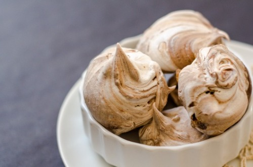 dailysugardose:  Nutella Meringues