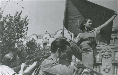fuckyeahanarchopunk:  Anarchist militia woman with anarchosyndicalist flag. Spanish civil war