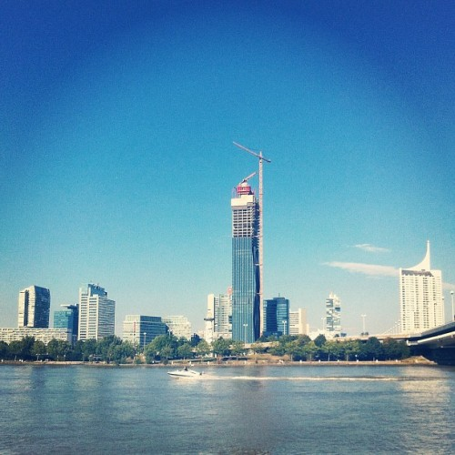 Vienna's highest #skyline #tower #architecture #buildings #vienna #wien #construction #water #danube #reichsbrücke #speedboat #donauinsel #donau #river #donaucity #dc #dctowers #highrise #iphone4 #iphoneonly  (Taken with Instagram at Donauinsel • Höhe Reichsbrücke)