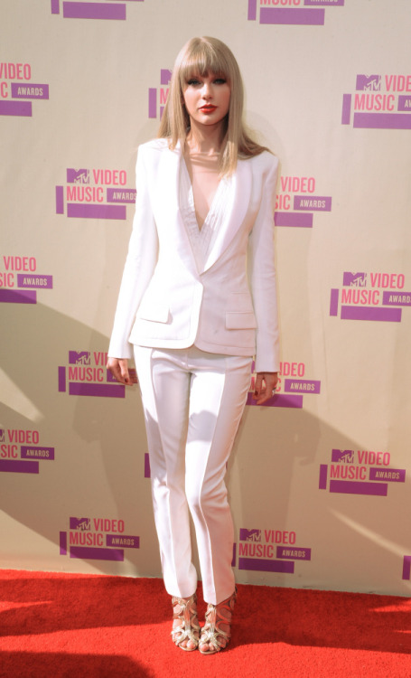 Taylor Swift channels Bianca Jagger at the 2012 MTV Video Music Awards.