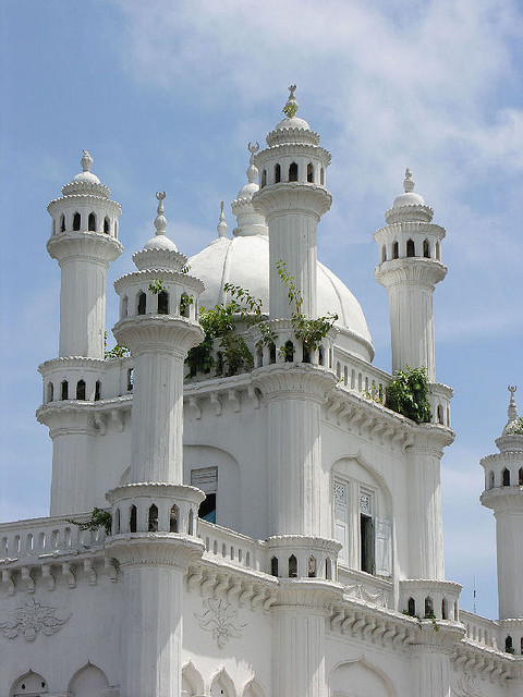 visitheworld:  A beautiful old mosque in Colombo, Sri Lanka (by Carmelo Aquilina).