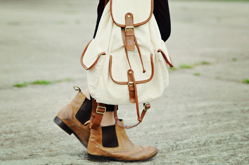 haily-in-neverland:  chelsea boots.  aaaah, I really really really really want some chelsea boots!!!