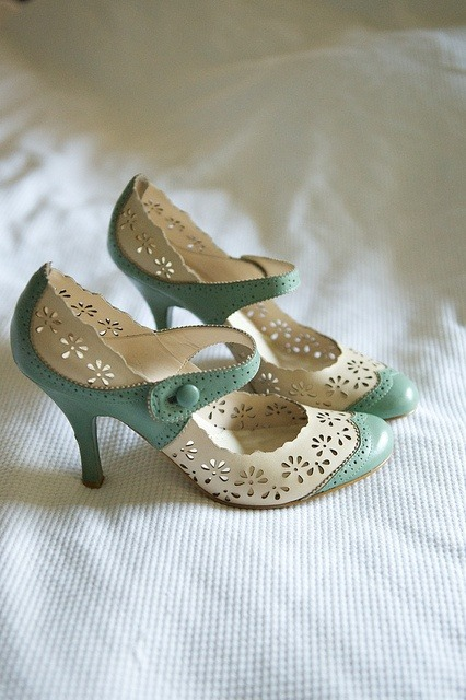 sexyblackcouple:  Love love LOVE these shoes! Something blue!  I may have blogged these before…but if not, supercute! (sorry, no info on designer)