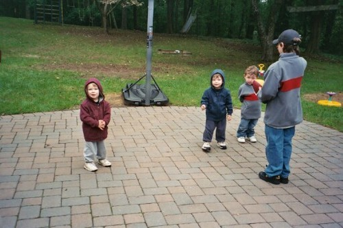 RARE little Frankie and Nick Jonas! Look how they are dressed alike! Around 2003. nicholasjonasbroadway.jimdo.com