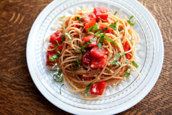 graceinfood:  buttery tomato pasta with garlic & basil