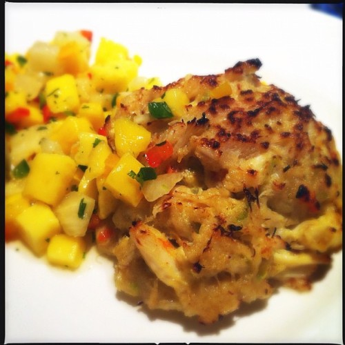 Crab cake. #foodporn #mango #crab #cake  (Taken with Instagram)