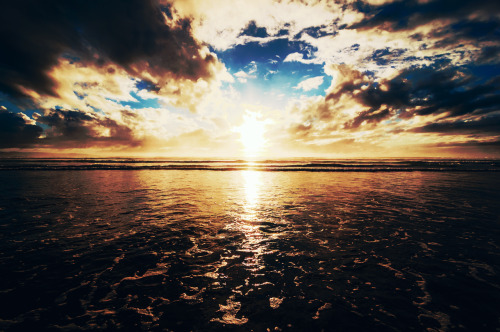 newclearfusion:  90 mile horizon by Zanthia on Flickr. Edited by Me
