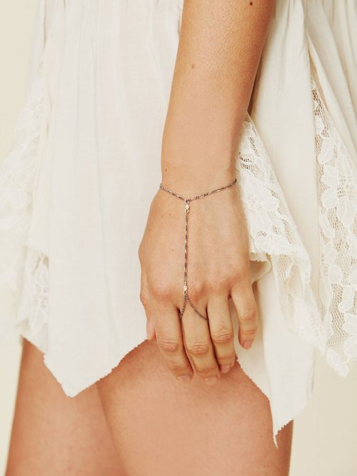 what-do-i-wear:  Vintage Pearl Handpiece available from Freepeople