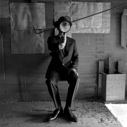 houndeye:  Rodney Smith Man with Magnifying Glass
