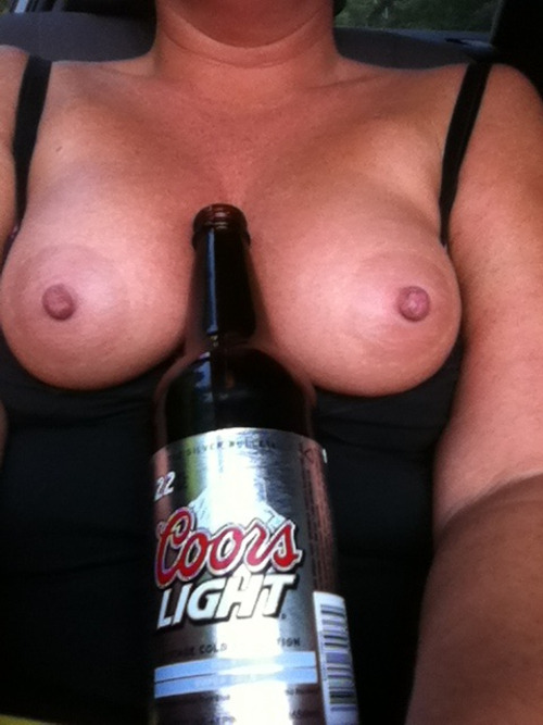 tkknowsbest:  lushpussy:  SAnybody need a drink;)  for some reason i want a beer,ummmm
