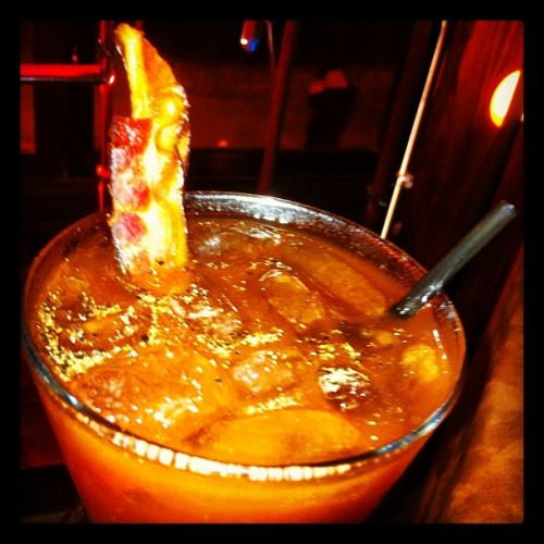 Bloody Mary com mexedor de bacon. Sem mais. (Taken with Instagram at Ramona)