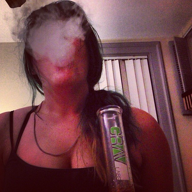 I have no face #me #smoking #smoke #bonghit #bong #gravlabs #weed #marijuana #thc #girlswhosmokeweed #girl #greenhair #boobies #hashtag  (Taken with Instagram)