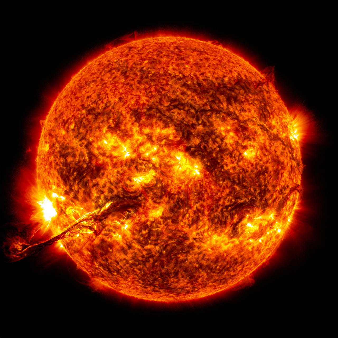 Wow! Spectacular Sun Photos Catch Colossal Solar Storm in Action CREDIT: NASA/SDO/GSFC This view of the giant solar prominence from the sun on Aug. 31, 2012, is created from two views by NASA's Solar Dynamics Observatory spacecraft using observations in both the 304 angstroms and 171 angstroms wavelengths.