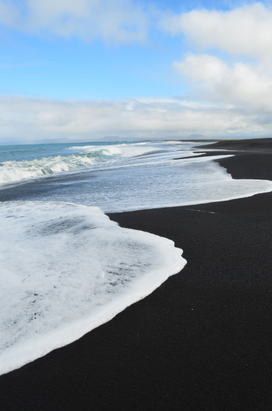 novamist:  vivency:  alun-a:  n-ulo:  w0lf-sunset:  ww  Black sand wtf  White water wtf  Are you guys stupid or is this sarcasmI hope sarcasm  Because of constant volcanic activity, you'll find white sands, green sands and black sands on Hawaii Island. Located on the southeastern Kau coast, Punaluu Black Sand Beach is one of the most famous black sand beaches in Hawaii.