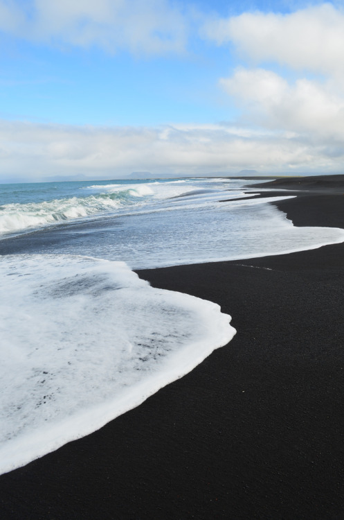 l-yps:  novamist:  vivency:  alun-a:  n-ulo:  w0lf-sunset:  ww  Black sand wtf  White water wtf  Are you guys stupid or is this sarcasmI hope sarcasm  Because of constant volcanic activity, you'll find white sands, green sands and black sands on Hawaii Island. Located on the southeastern Kau coast, Punaluu Black Sand Beach is one of the most famous black sand beaches in Hawaii.  here we have black sand beaches as well