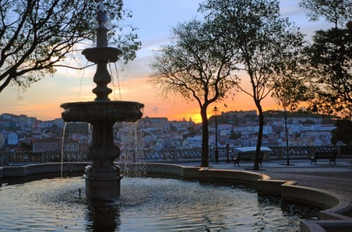 alma-portuguesa:  Sunrise in Lisbon, Portugal