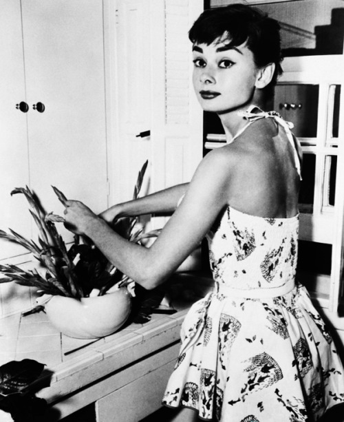 vintagegal:  Audrey Hepburn arranges flowers in her kitchen, 1954