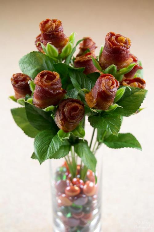 nartress:  Can't get much more romantic than bacon roses :)