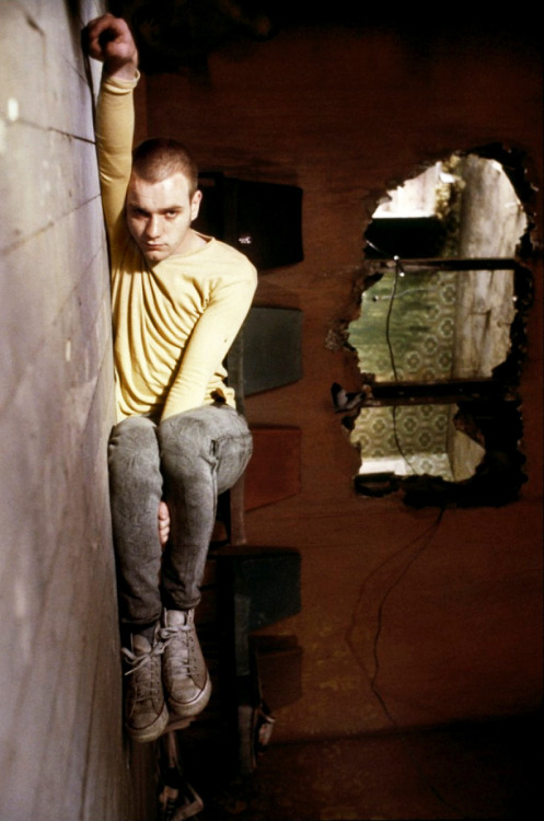 mundo-retro:  Ewan McGregor in the film Trainspotting