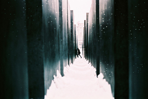 ichliebedichberlin:  memorial by raquel fialho on Flickr.