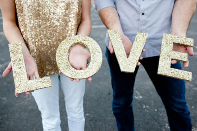 (via Glitter DIY Engagement (all day engagement glitters gold) - Lover.ly)