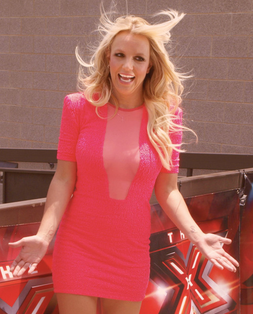ilovegodneyx:  114/200 photos of britney being perfect