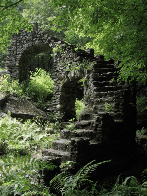 darkface:Ruins (by Usonian)