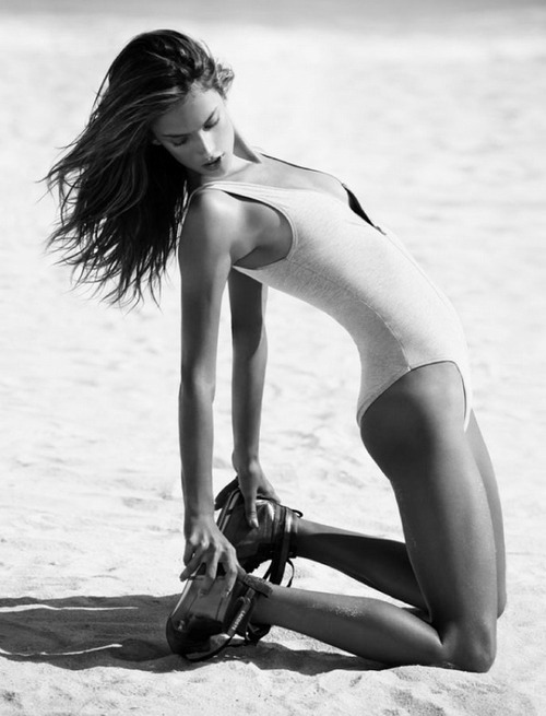 Alessandra Ambrosio. Fashion photography in black and white. That's what you get. That's what you should give. You will also like: Candice, Erin and Alessandra. Also: more photos of Alessandra Ambrosio.