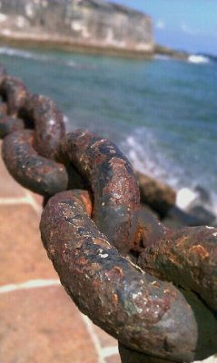Chains At Old San Juan #PuertoRico#android #CapturedMoment #sea #streamzoo #PuertoRico #beautiful #SanJuan #Beach(from @Wilmylok on Streamzoo)